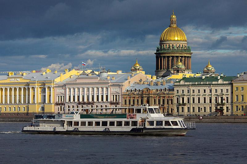 Obiective turistice Sankt Petersburg - Excursie cu vaporul de agrement in Sankt Petersburg