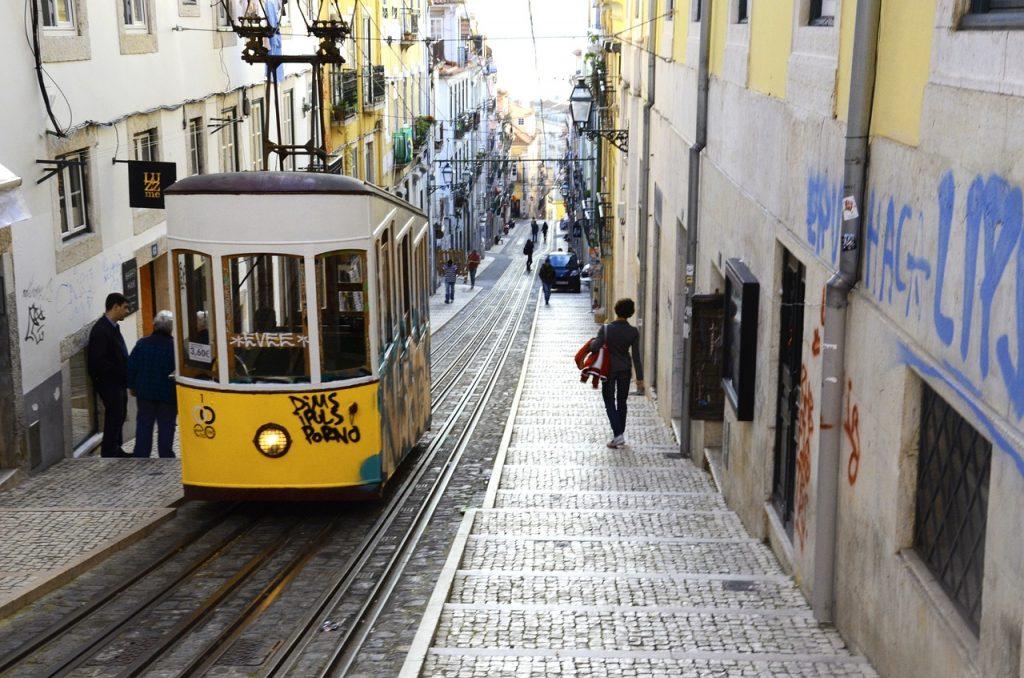 Funicularul Bica (tramvaiul 28), Lisabona, Portugalia