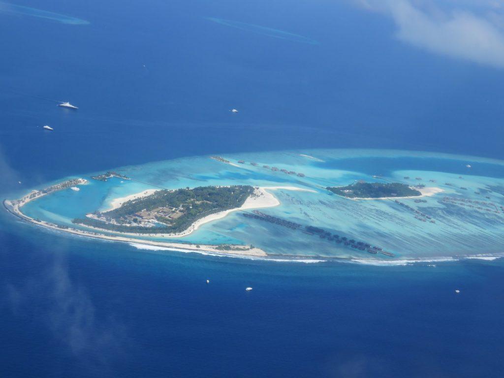 Maldive - insula vazuta din avion