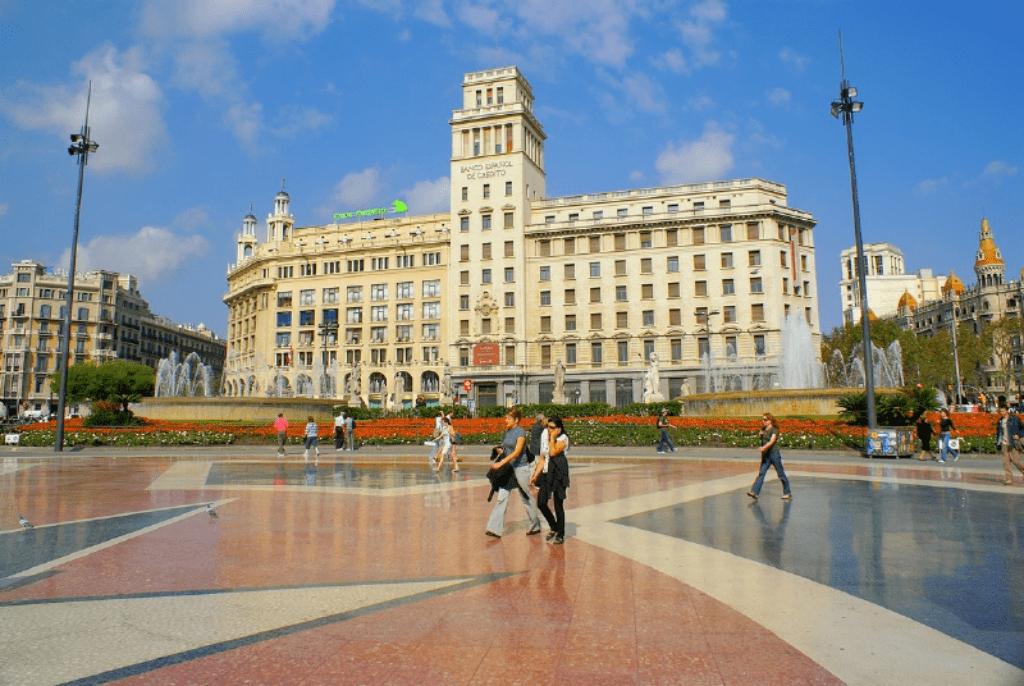 Ce poti vizita in Barcelona - Plaza Catalunya