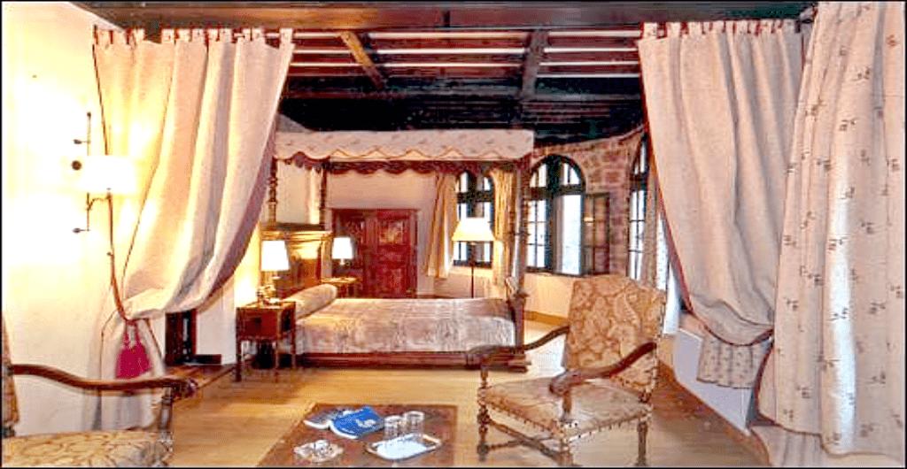 Castele Europa unde te poti caza - Chateau la Caze Franta