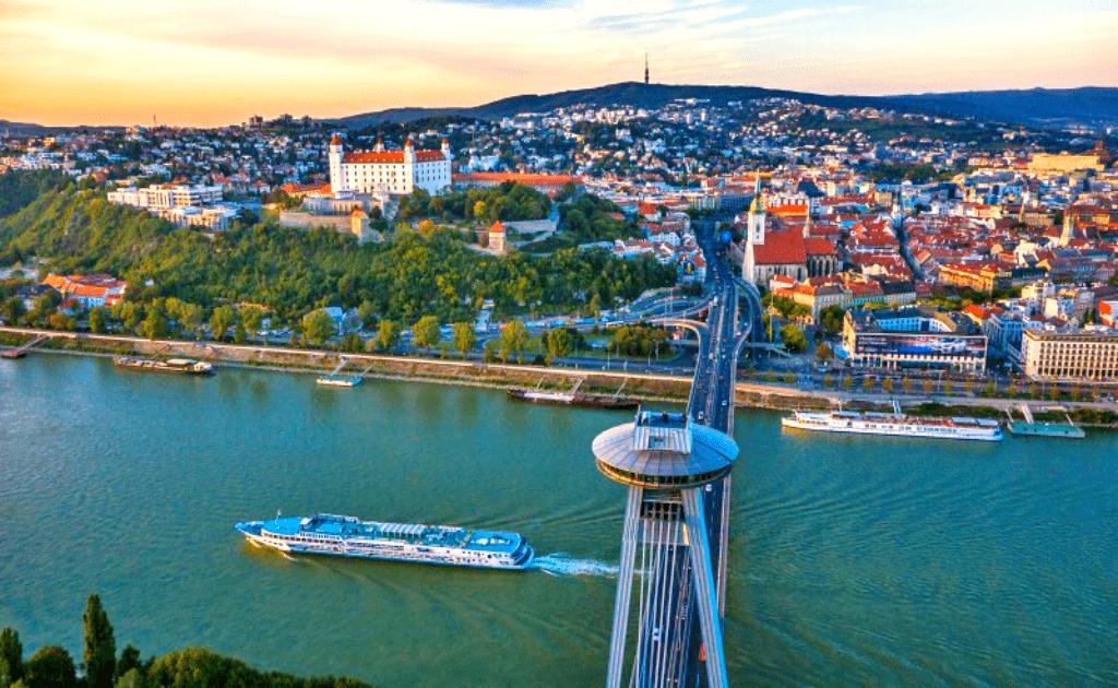 Obiective turistice Bratislava - Podul SNP