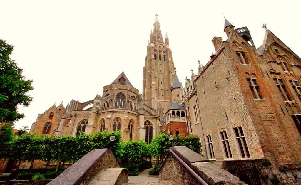 Obiective turistice Bruges - Biserica Fecioarei