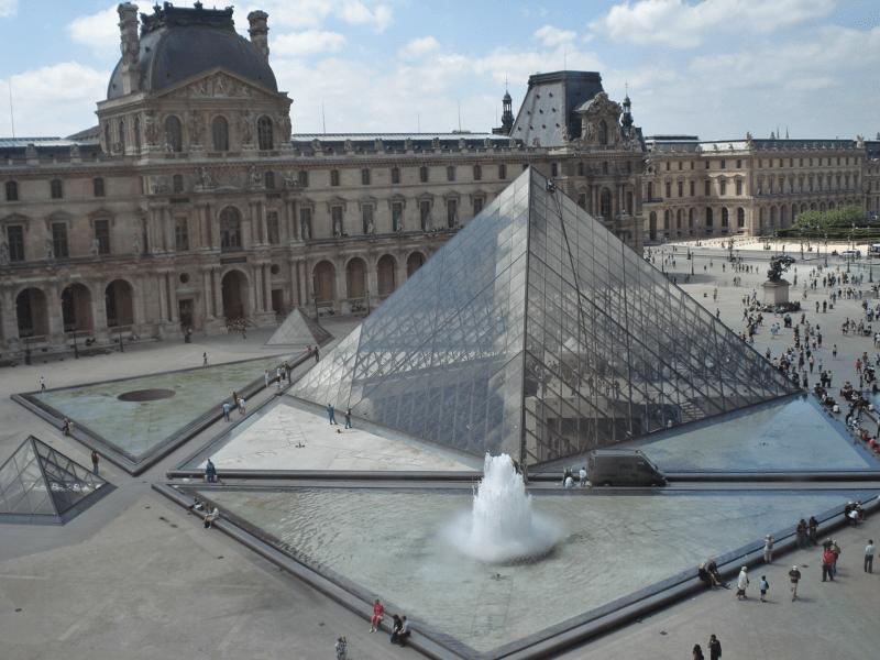 Muzeul Luvru din Paris