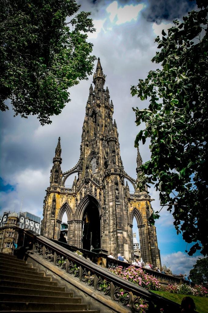 Monumentul dedicat scriitorului Scott din Edinburgh