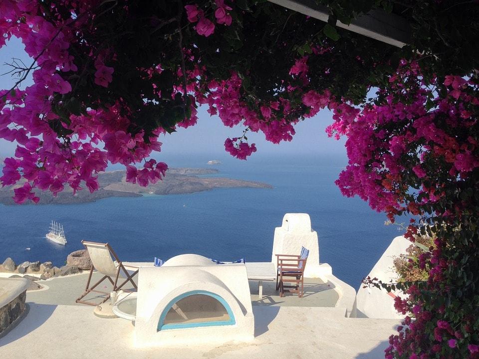 Santorini - destinatii pentru luna de miere Europa-min