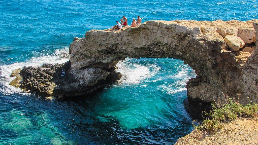 La plaja in Cipru, pe stanca
