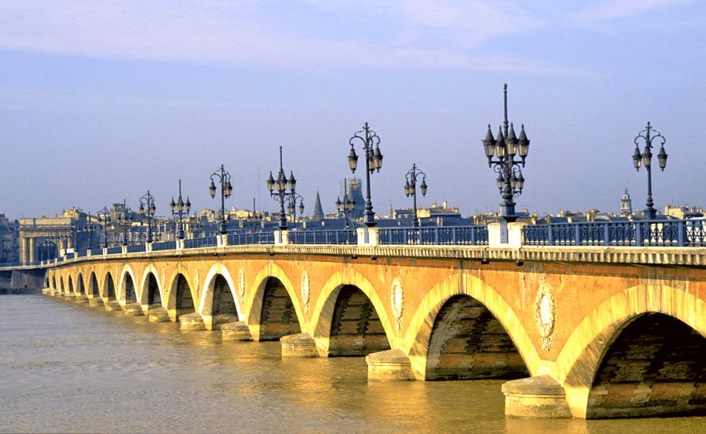 Obiective turistice Bordeaux - Point de Pierre