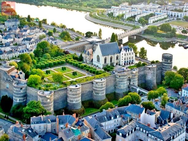 castele de pe Valea Loarei-Angers-min